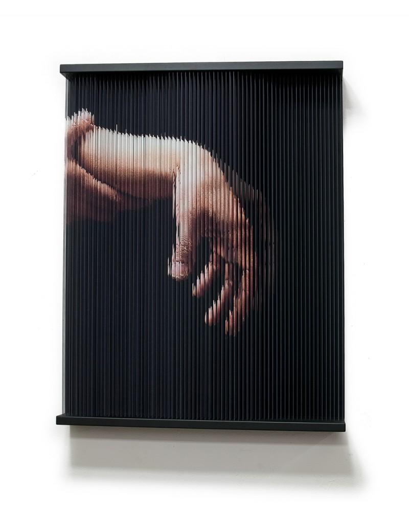 (0)String Mirror_hand_0514, 102 x 80 x 14 cm, 2007