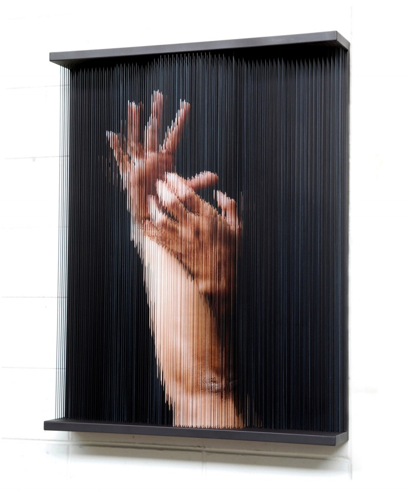 (7)string_mirror_hand print on elastic strings in a steel frame 80 x 100 x 14 (cm) 2007